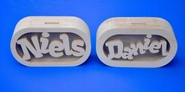 Sparbüchse Spardose Daniel mit eigenem Namen aus Holz als Mutterschaftsgeschenk.