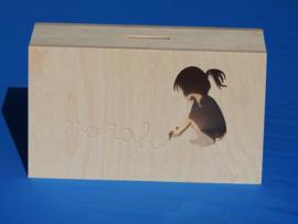 Sparbüchse Spardosemit Modell eigenem Namen nach der Geburtsmitteilung