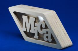 Sparbüchse Spardose Diamantform mit eigenem Namen aus Holz als Mutterschaftsgeschenk.