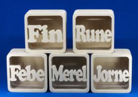 Sparbüchse Spardose Quadrate  mit eigenem Namen aus Holz als Mutterschaftsgeschenk.