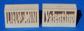 Spaarpot van hout met eigen naam model HARM.