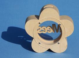Sparbüchse Spardose Modell Gänseblümchen mit eigenem Namen aus Holz als Mutterschaftsgeschenk.