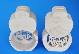 Sparbüchse Spardose Modell Pollewop mit eigenem Namen aus Holz als Mutterschaftsgeschenk.