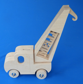 Sparbüchse Spardose Modell LKW-Kran mit eigenem Namen aus Holz als Mutterschaftsgeschenk.