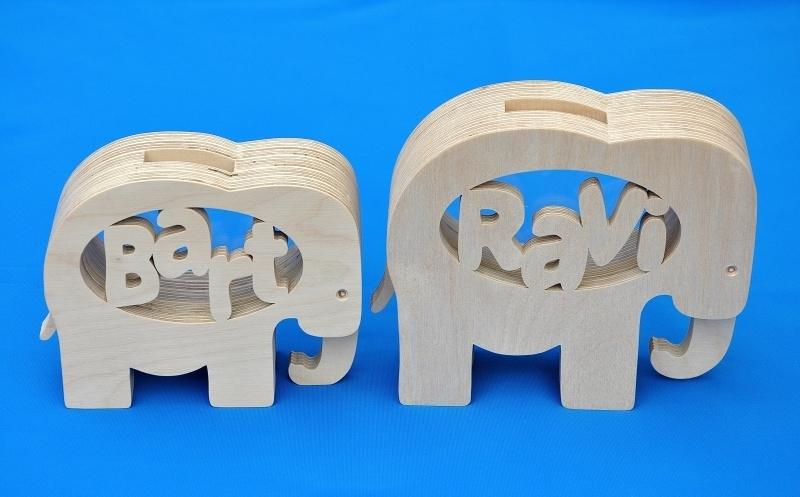 Sparbüchse Spardose Modell Elephant 1 mit eigenem Namen aus Holz als Mutterschaftsgeschenk.