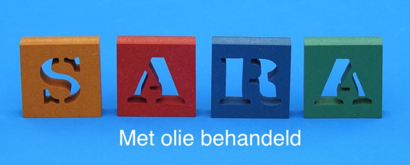 Letterblokken van verschillend gekleurd 19 mm dik Valchromat.