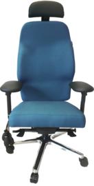 Maatwerk stoel voor cliënt met fistel in perineum met secundaire rugklachten.