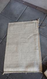 Jute zakken / jutezak /  nieuw klein / 40 x 60 cm – met koord - 275 gram/m2 doek / per 5 stuks