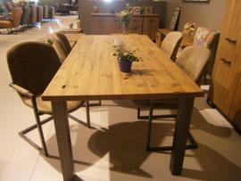 Eethoek .eettafel 200x 100blad massief eiken met 4 stoelen    een tijdelijk aanbieding