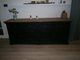 118 model 118 dressoir kleur zwart 4 deuren + 4 laden / 235 cm. breed /95 cm hoog scherpe prijs