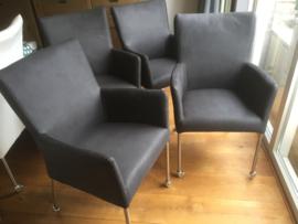 4 x Ray stoelen  voor € 400 armleggers comfort met SKATE wielen OPRUIMING