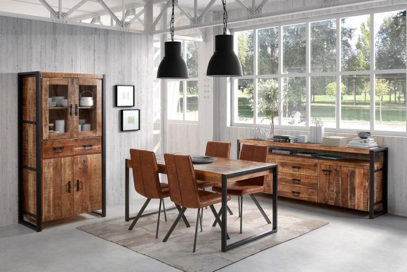 SOHOTO eethoek tafel 140  cm lang compleet met 4 stoelen.   meubel met een specifiek industriële look