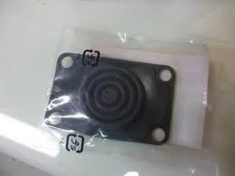 Rubber (onder deksel van rem of koppeling pomp) 46x70mm Boutafstand 59/35mm (c1511r)