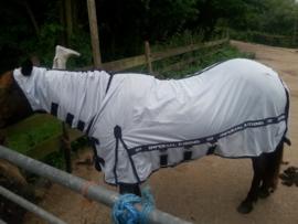 Mugga met haar nieuwe pyjama