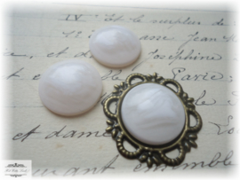 3 CABOCHONS OFFWHITE MELEE 18 MM