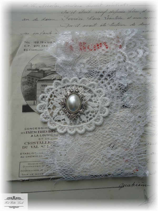 LOTJE KANT OFFWHITE DOCUMENT CABOCHON (NR 12)