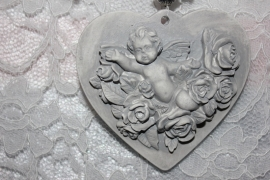 Hart met engel en rozen.