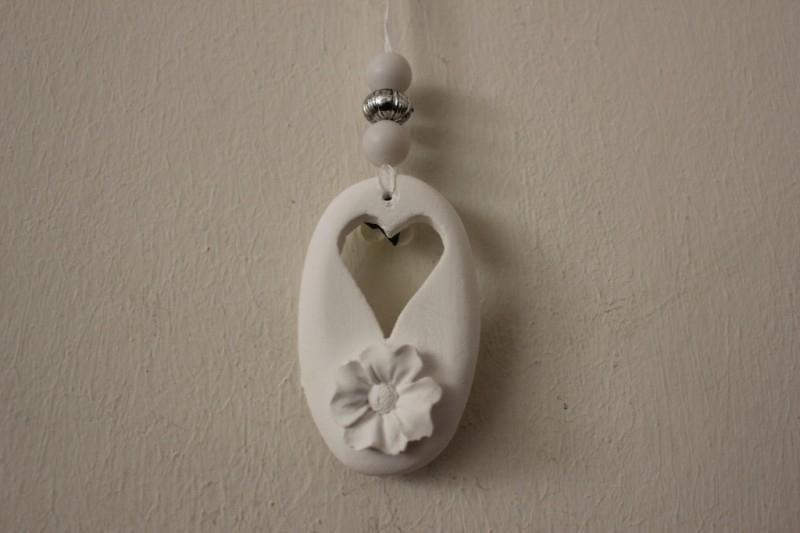 Hangertje met hart en bloem
