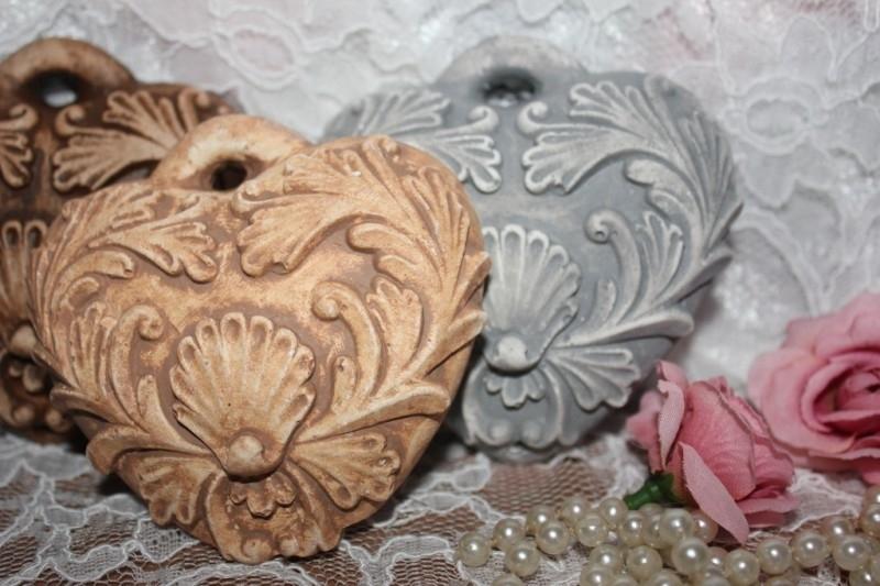 Rustiek geursteenhart ornament.