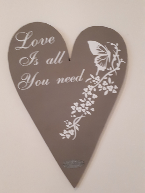 Love is all You need hart