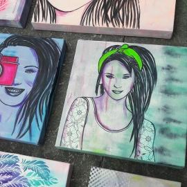 Schilderij Stoere Meid met Haarband
