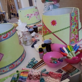 Kinderfeestje lampenkappen versieren