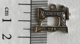Bedel naaimachine zilverkleurig