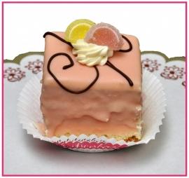 Petit Four 5 x 5 cm roze per stuk.