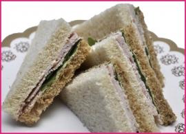 Mini Sandwiches Gerookte kip per 2 stuks.