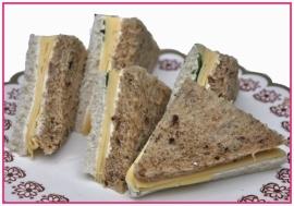 Mini Sandwiches jong belegen Kaas per 2 stuks..