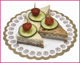 Mini Sandwiches Zachte Roomkaas met verse kruiden per 2 stuks..