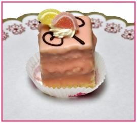 Petit Four 4 x 4 cm roze per stuk.