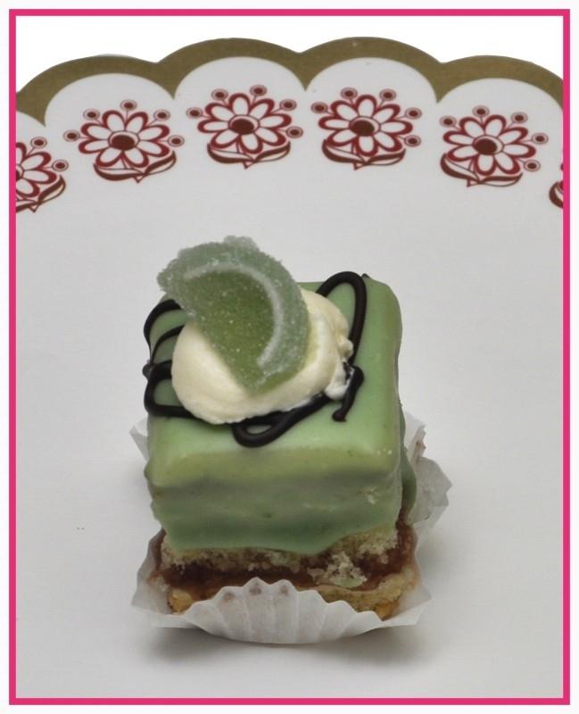 Petit Four 3 x 3 cm Groen per stuk