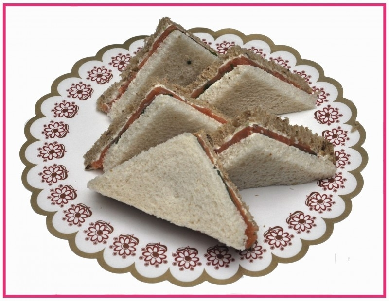 Mini Sandwiches gerookte Zalm per 2 stuks..