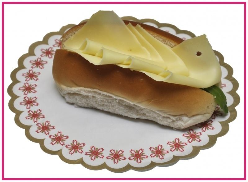 Broodje met jonge Biologische boeren  kaas.
