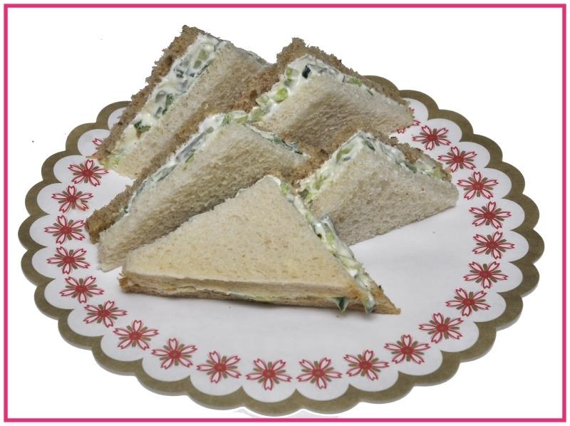 Mini Sandwiches Komkommer salade per 2 stuks..