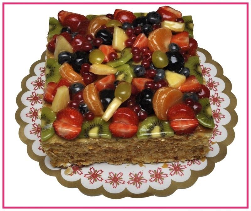 Vierkante Vruchten Taart  geschikt voor 12 personen.