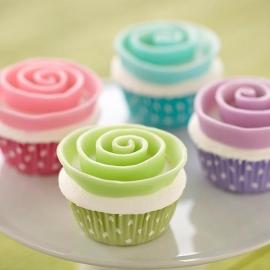 Wilton Cupcake vormpjes Paars met witte stippen 75st