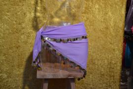 D34 Driehoek heupsjaal afgezet met goudkleurige munten. Sjaal is in diverse kleuren te bestellen.