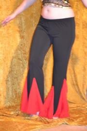 Zwarte lycrabroek met rode voile godetinzet