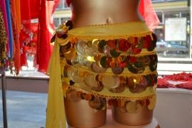 RR11 Gele heupsjaal met kleine en grote goudkleurige pailletten L
