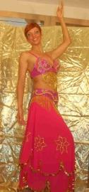 Dubbele lagen rok, op de bovenste laag versiering van goudkleurige pailletten en kralen. Diverse kleuren