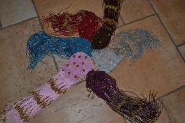 Kralenmuts met lange franjes. Diverse kleuren