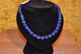 Halsketting, geregen van lapis lazuli kralen