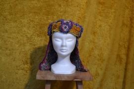 Tribal hoed, gekleurd met nekbedekking