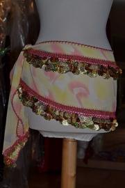 RR21 Heupsjaal, rechthoek, 2 rijen pailletten en munten - geel/rose melée