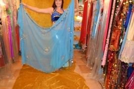 Turquoise versierde sluier