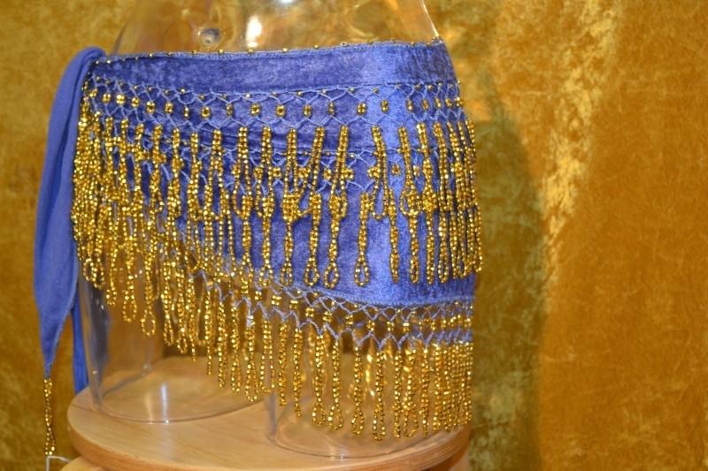 F07 Blauwe fluweelachtige heupsjaal met gouden bolletjes franje