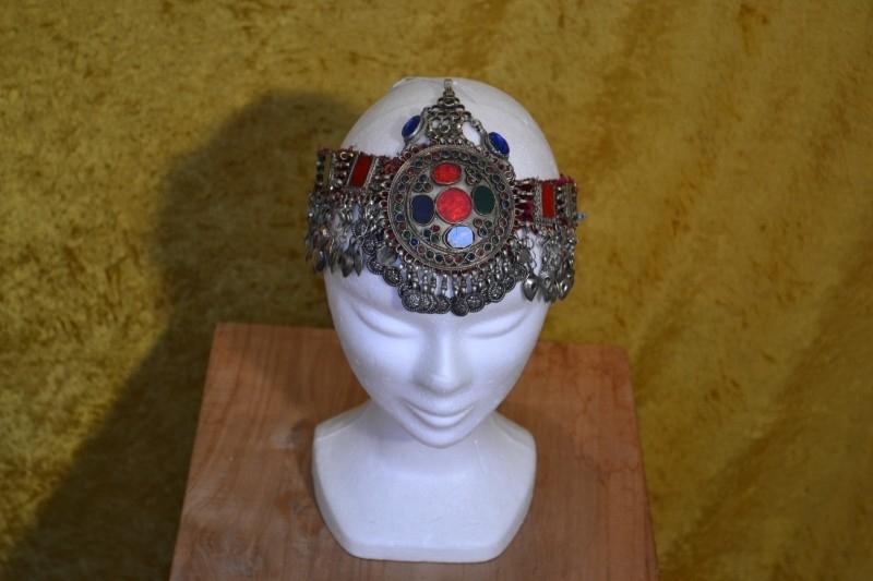 Tribal haarversiering B band met ornamenten en stenen