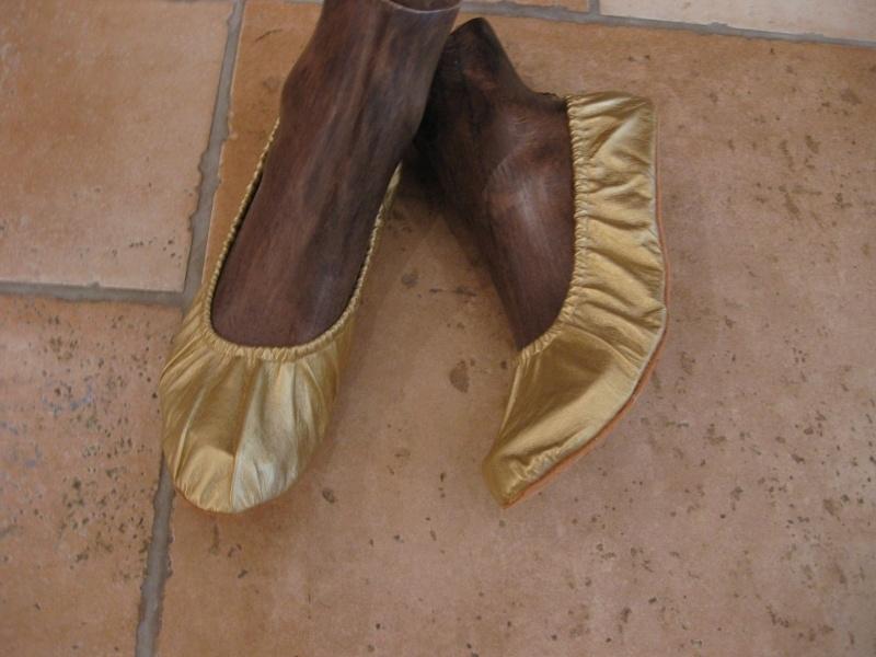Schoenen goud- of zilverkleur met een zachte, platte zool
